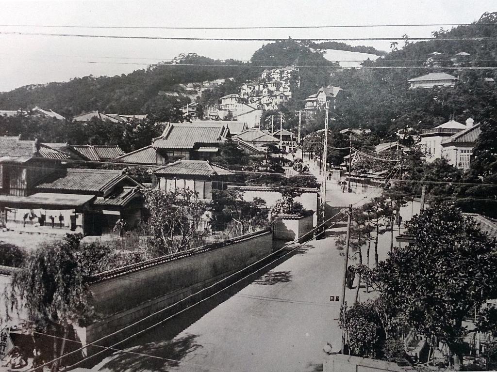 昭和10年の諏訪山公遊園地付近。