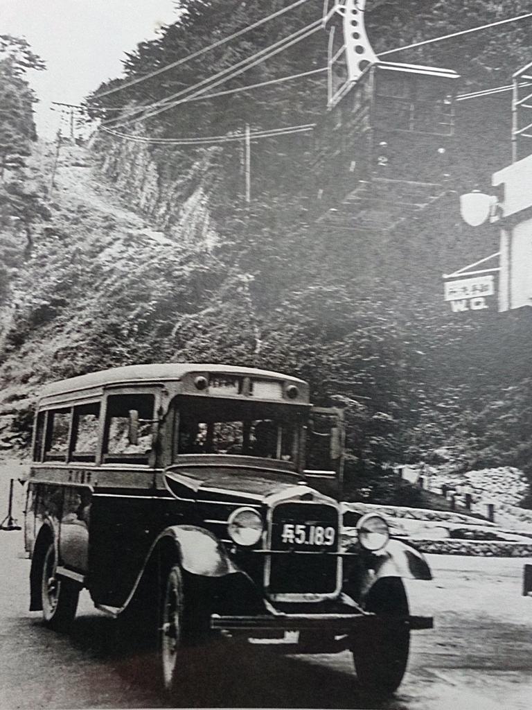 昭和6年、六甲ロープウェーが土橋・前ヶ辻間で開業。以後、六甲はレクリエーション・ゾーンとして飛躍的に発展。土橋付近で。