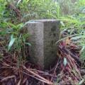 神戸市境界石No.67・71 イヤガ谷東尾根3本鉄塔手前と菊水ゴルフクラブ駐車場脇の尾根にて。